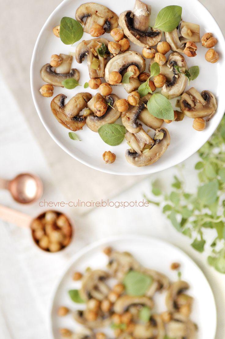 Chèvre culinaire: [Rezept] Pilzpfanne mit gerösteten Kichererbsen und frischem Oregano für die Feierabendküche (vegan, laktosefrei, glutenfrei)