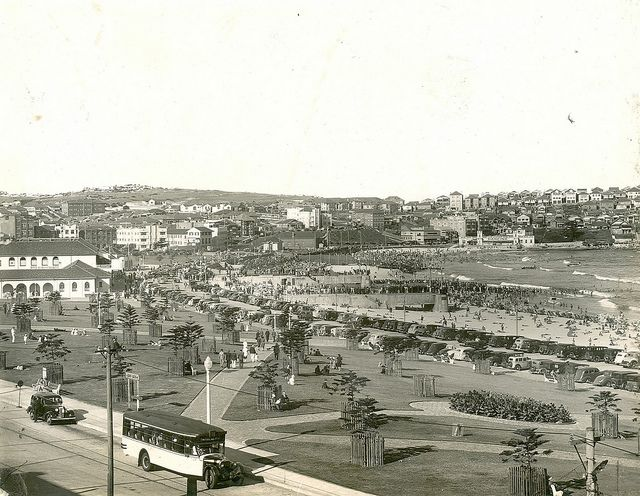 View of the northern end of Bondi Beach, Bondi (NSW) Dated: mid-1930s-1942
