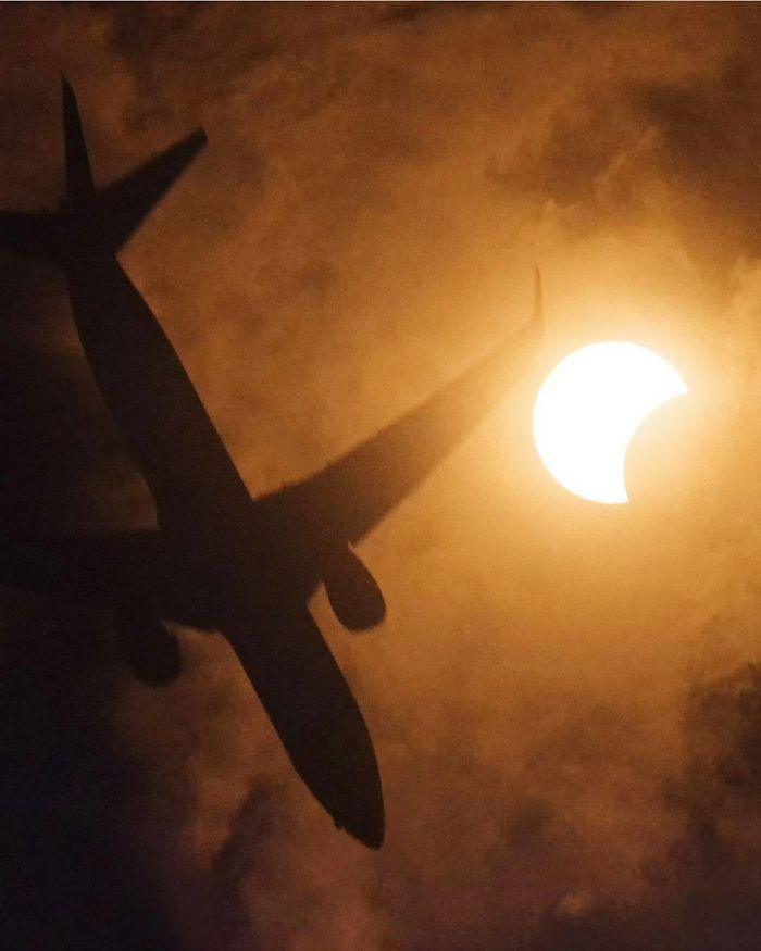 solar eclipse August 21, 2017. A Little Noisy At Iso 12800 But So What? There's A Plane, The Moon And The Sun In The Same Shot!