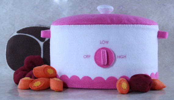 Check out this item in my Etsy shop https://www.etsy.com/listing/481193475/felt-crockpot-pattern-pink-toy-crockpot