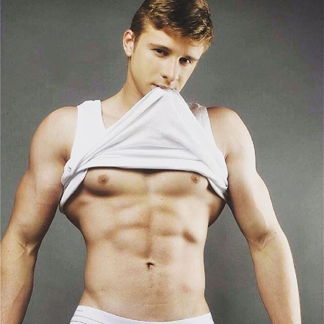 Coquin du soir  #gay #boy #sexyboy #cute #beaugosse #picoftheday #followme #sportif #body #instagay #gaymodel #gaystagram #boyfriend #gaycute #gaycation #gayguy #instahomo Powered by clubjimmy.com #Instagram #photo #fun