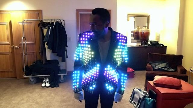 A compilation of video clips showing Will.I.Am in our LED video jacket. The jacket is based on a LED technology developed specifically for the display of animation and video content on fabric surfaces.