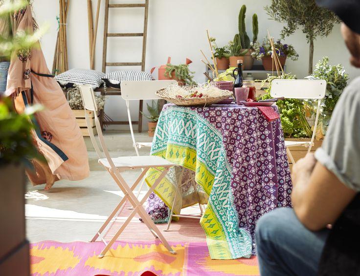 Dit bistrosetje leuk voor de voortuin. SALTHOLMEN tafel + twee klapstoelen   IKEA IKEAnederland IKEAnl nieuw buiten outdoor fleurig kleuren zomer lente urban trendy tuinset balkon tuin eten drinken diner feest