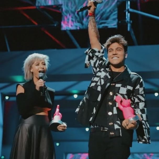 MTV MIAW 2017 was a dream ⚡️ thank you @mtvla and thank you to every single person that was there and was a part of this! I feel like a winner because of you guys, I'm grateful for all your love and basically my greatest award is you ⚡️like @juanamartinezh and me screamed at end ¡Viva Colombia🇨🇴 y viva internet! | @henao.jesus - @alejandrovelasquezz