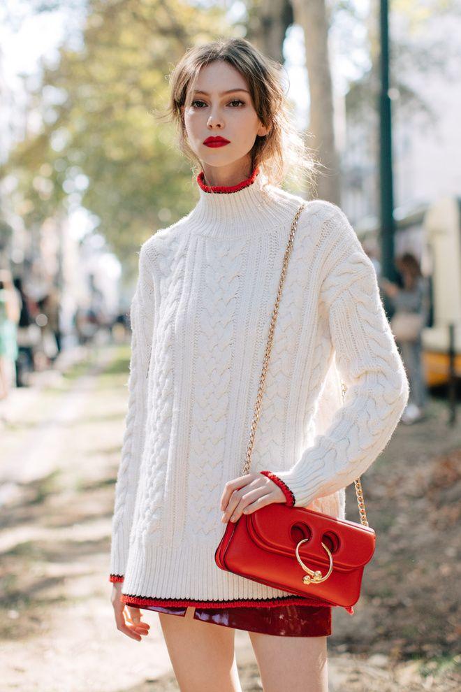 Isabel Marant turle neck + JW Anderson Pierce Bag  Street style à la Fashion Week printemps-été 2017 de Milan