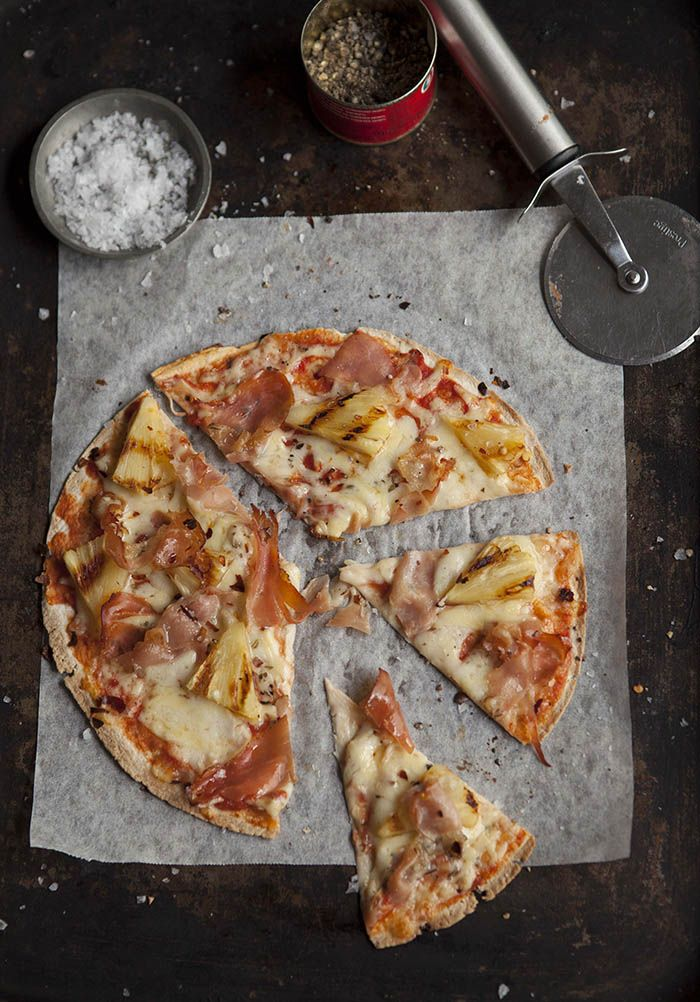 Easy Hawaiian tortilla pizza grilled pineapple on DrizzleandDip.com | Samantha Linsell #recipe #food #pizza