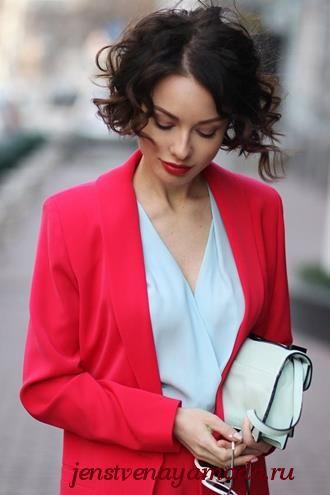 с чем носить красный пиджак, красный цвет в одежде