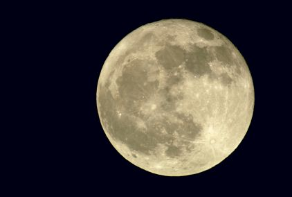 How To Take Stunning Pictures Of The Moon by Digital Photo Secrets