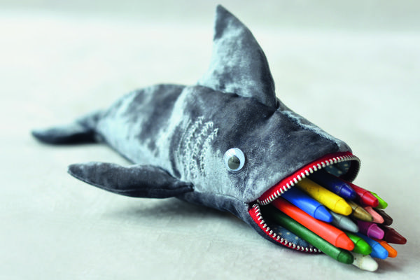 This pencil case is sure to please anyone with a penchant for the sea, sharks or just slightly scary tooth-filled animals. MATERIALS: a piece of fabric mea