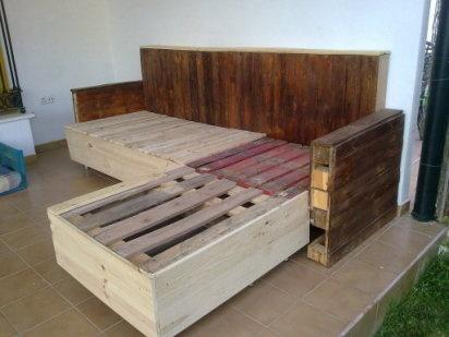 Cómo construir una chaise longue con palés | Hacer bricolaje es facilisimo.com