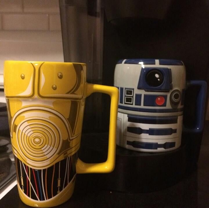 Need these R2-D2 and C-3PO mugs from the Disney Store!!