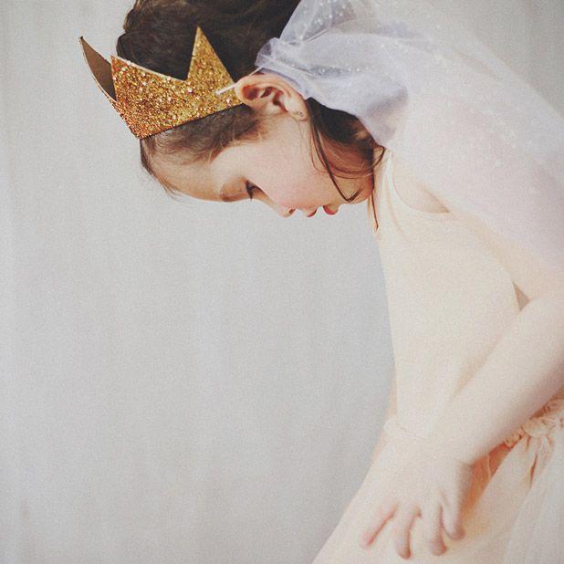 Anniversaire princesse : jamais sans ma couronne ! #mydoitbox #diy #couronne #princesse #anniversaire #princess #birthday #party #glitter #paillettes #girly #littleprincess #déguisement