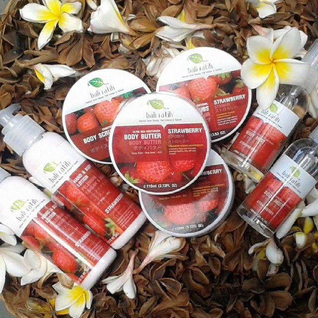 Bali ratih  Produk: Body scrub 21rb Body butter 26rb Body mist 27rb Body lotion 24rb  Paket isi 4 item diatas 85rb Paket + pouch 88rb  Varian: almond nut apple avocado  cherry  chamomile chocolate green tea lavender mango milk olive  strawberry  White musk white rose  #baliratihdenpasar #baliratih #paketbaliratihpouch #paketbaliratih #bodymist #bodybutter #bodyscrub #bodylotion #bodyMS