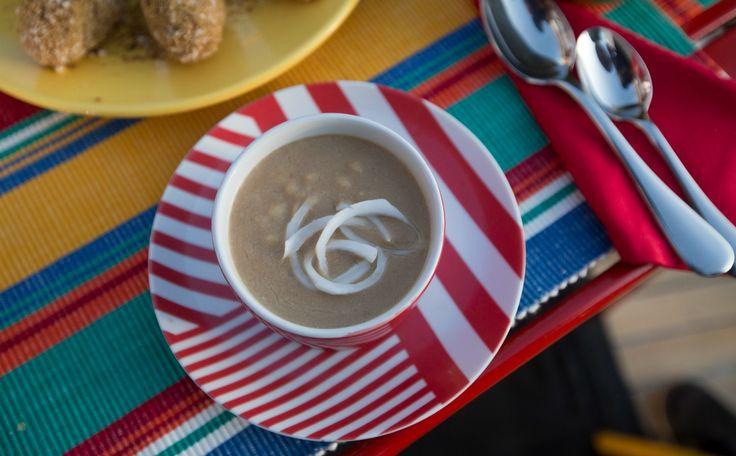 Receita da tradicional canjica de milho branco substitui o leite animal