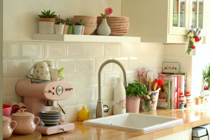 Pretty kitchen of lovely Vanessa @ Coco Rose Diaries