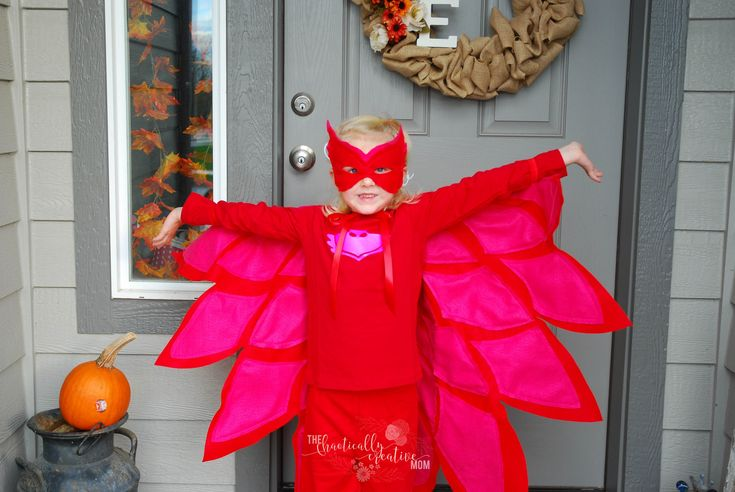 Do you have a PJ Masks Owlette lover? Here's a DIY Owlette costume!