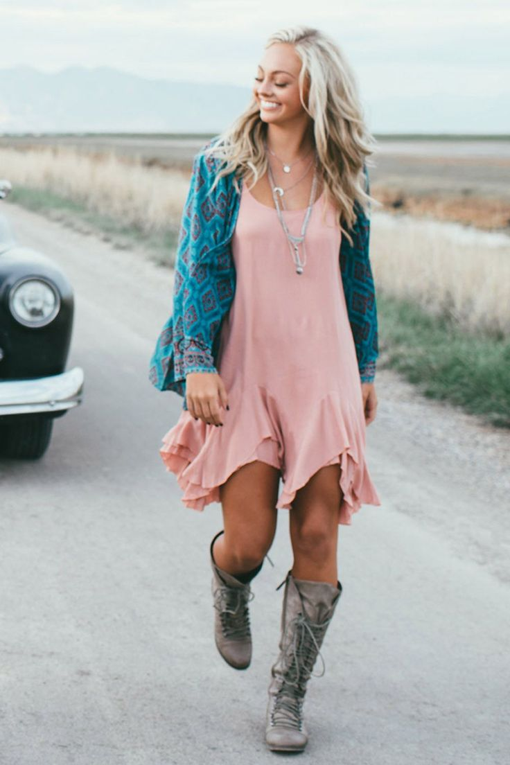 Love this outfit combo! We love to add a kimono like this to our favorite dress when you need to add a little extra! Pair it with some boots, sandals, or wedges and make it your own! To add to your summer wardrobe visit www.blushandbashfulboutique.com! We Ship!