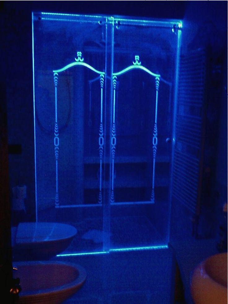 ArredoStudio2effe: Scorrevoli doccia con vetro speciale dai decori illuminati
