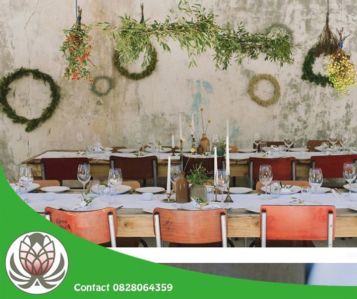 Visit Bofberg Flowers and purchase a variety of long fynbos to weave wreaths. Leave to dry and use them as Christmas decor! #flowers #festiveseason #lifestyle