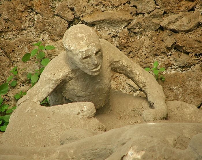 Pompeii Italy Bodies | Garden of the Fugitives: Fossilized Victims of the Vesuvius Eruption ...