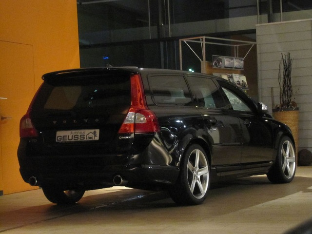 Volvo V70 D5 HEICO R-Design; definitely looks like my car...