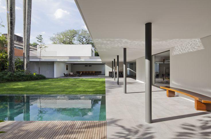 Gallery of Alto de Pinheiros House / AMZ Arquitetos - 2