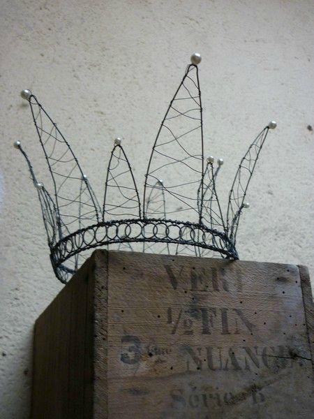 Black wire crown, hmm? Crown contest?