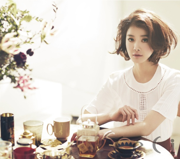 Lee Si-young // CeCi Korea // February 2013