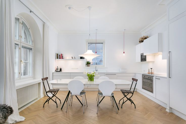 White kitchen, herringbone floor, finnish, Suomi, scandinavian design, arch window, oval table, mixed