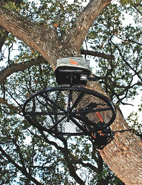 Kevin Reese takes an in depth look at this innovative, hang on any tree, treestand from Jeremy Johnson of Johnson Treestands. Looks like Kevin found a winner.