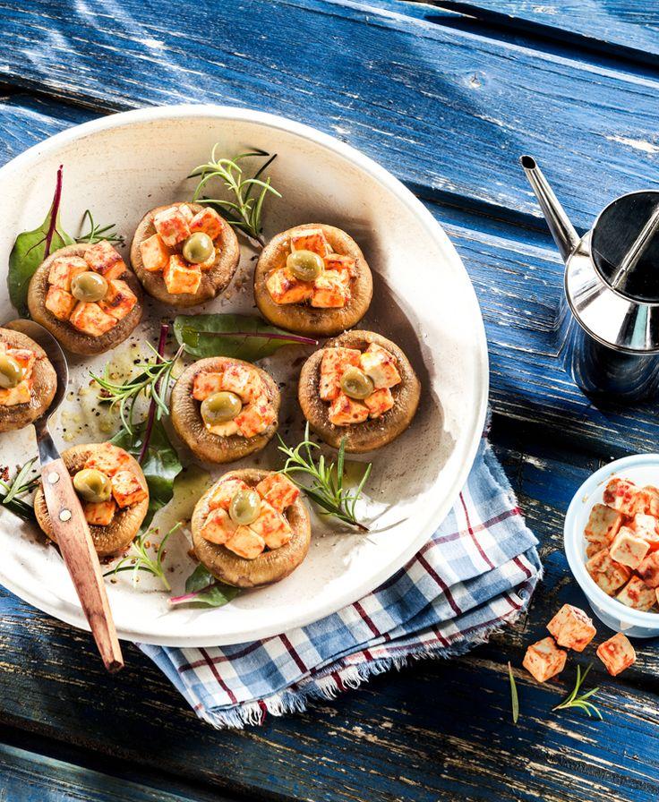 Gefüllte Champignons vom Grill #patros #käse #feta #fetacheese #rezept #recipe #Champignon #grillen #grill #genießerwürfel #oliven #olives #patroskäse
