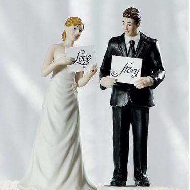 La figurine mariage couple aux pancartes