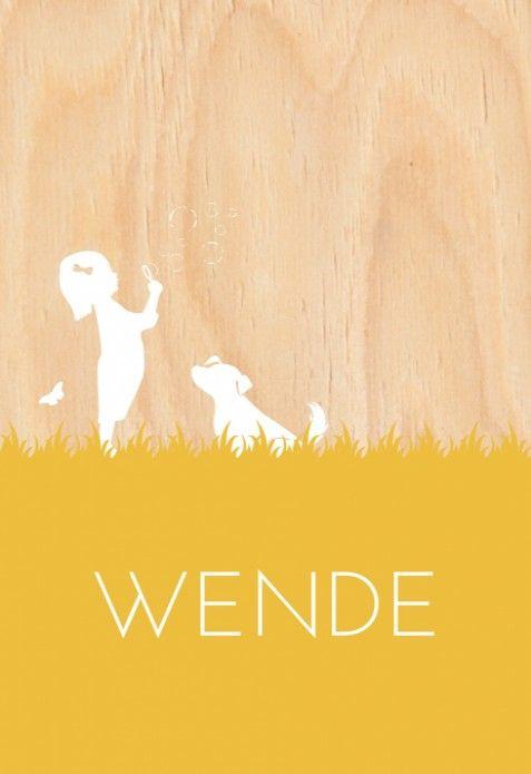 Uniek vintage stijl geboortekaartje met een stoer ouderwets silhouetje van een meisje met een bellenblaas op een hout look achtergrond.