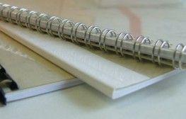 Er zijn verschillende manieren van inbinden. Het kan als een paperback garenloos gebonden, Wire-O binding met een metaal of kunststof spiraal, in een multomap, presentatiemap of gewoon met een nietje.