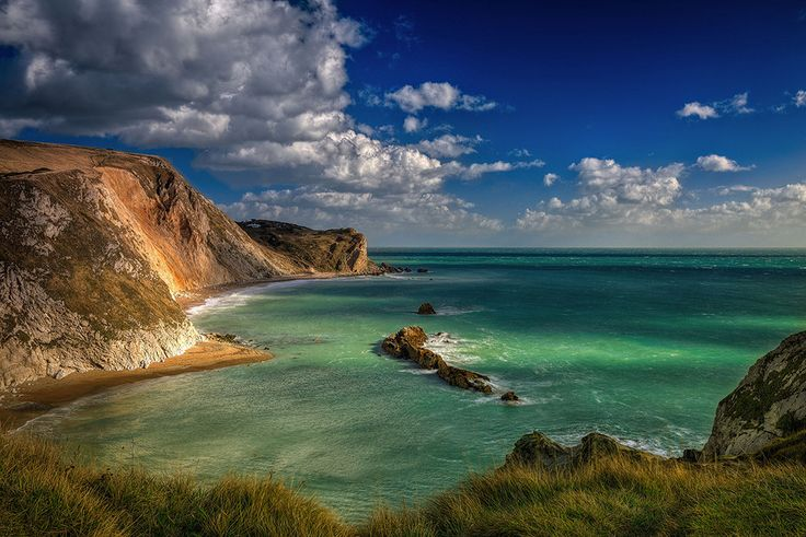Remember what we said about the bays along the Jurassic Coast? Well here's another gem. | 51 Photos That'll Make You Want To Visit Britain's Jurassic Coast