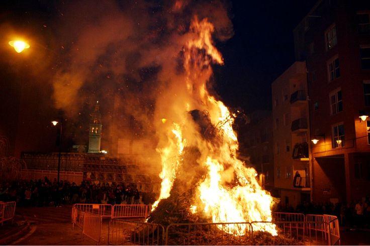 This weekend we'll enjoy one of the most #traditional and #genuine #festivals in our town... Chek our blog to learn about #valencian Saint Anthony Festival and come to enjoy it if you're close to us. #traditions #culture #immersion #bonfire #fireworks http://www.coolfoodvalencia.com/sant-antoni-festival-culture-immersion/