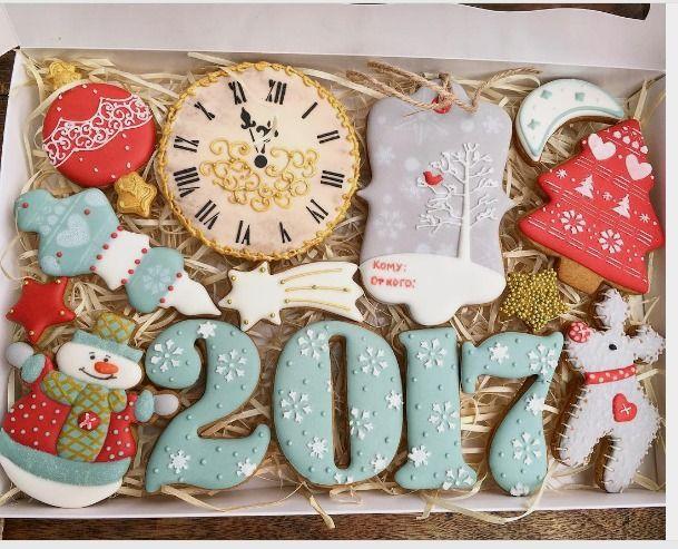 """Анна и Константин Олейники on Instagram: """"Утро начинаем с представления нашей первой новогодней коробки❄️. Отличительная особенность этой коробки в том, что вы непременно найдёте в ней год """"2017"""" по символам и печенье-бирку, по вашему желанию, либо с надписью """"С Новым годом!"""" либо с адресатом """"от кого/кому"""". Все остальное (цвет/стиль) может меняться или оставаться таким же, по вашему желанию.  На фото коробка печенья """"2017"""":20х30 см, за 295 грн. Так же можно заказ..."""