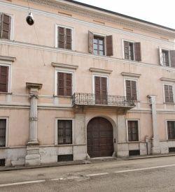 Casa del Bertani Le colonne ioniche sulla facciata