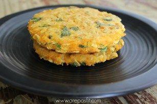 Arepa saludable de zanahoria, hojuelas de avena y cilantro picadito. Solo 4 cucharadas para 2-3 arepas.