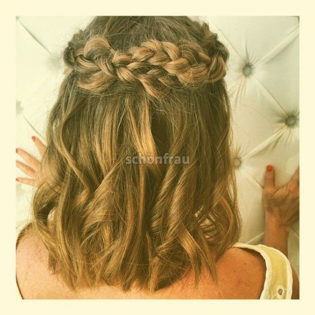 25 Gorgeous Prom Hairstyles For When You Want To Wear Your Hair Down Prom Hairstyles For Sh In 2020 Prom Hairstyles For Short Hair Medium Hair Styles Down Hairstyles