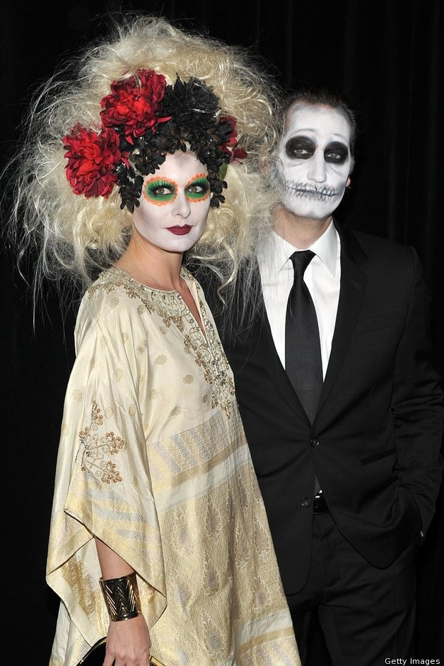 Debra Messing and husband Daniel Zelman Jamie Lee Curtis went for a class Hallowe'en costume this year, donning a Red Riding Hood look, complete with a red cape and picnic basket. Jamie Lee Curti