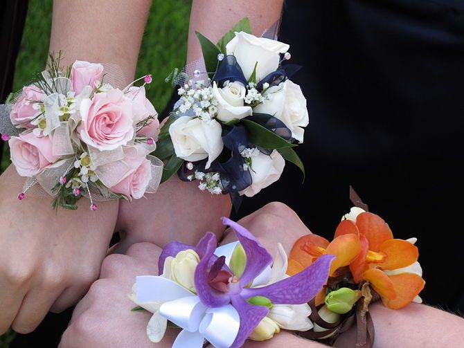 How to Make a Wrist Corsage: 16 Steps (with Pictures) - wikiHow