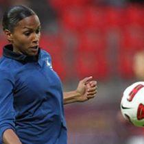 MARIE-LAURE DELIE, Footballeuse professionnelle, attaquante du PSG ligue 1 Paris Sélection Équipe de France, Quatrième de la Coupe du monde 2011, Quatrième des Jeux olympiques d'été de 2012, Meilleure buteuse du Tournoi de Chypre.