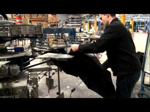 This video shows the process of silk screen printing the panels from promotional golf umbrellas in the UK. To see a comprehensive range of promo umbrellas visit  http://www.zestpromotional.com/umbrellas/_/2650.  http://www.zestpromotional.com/golf-umbrellas/_/2651 for Golf Umbrellas  http://www.zestpromotional.com/telescopic-folding-umbrellas/_/2653 for Telescopic Umbrellas  http://www.zestpromotional.com/walking-umbrellas/_/2652 for Walking Umbrellas