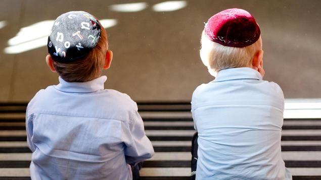 Eltern der Gemeinschaftsschule in Berlin-Friedenau hatten nach dem Übergriff auf einen jüdischen Schüler Stellung bezogen. Das Schreiben sei eine Beleidigung, meint Sergey Lagodinsky, Jurist und mit den Eltern des Schülers in Kontakt.