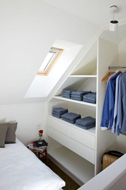 #rangement sous les #combles #dressing http://www.m-habitat.fr/par-pieces/cave-et-combles/un-dressing-sous-les-combles-2675_A
