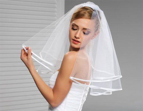 Olśnij wszystkich w tym wyjątkowym dniu! Zobacz jakie welony dla Ciebie przygotowaliśmy i wybierz jeden z nich na swój ślub.