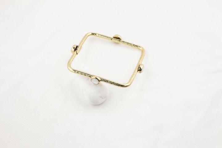 Square bracelet with 4 white stones - EmKha