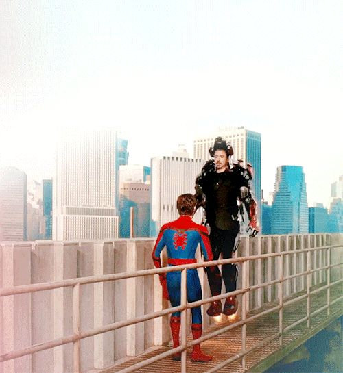 Tony Stark/ Ironia Man (Robert Downey Jr.) e Peter Parker/ Spider-man (Tom Holland) - Spider-man: Homecoming  tumblr_onl3ucOsul1rpf3pso2_r1_500.gif (500×545)