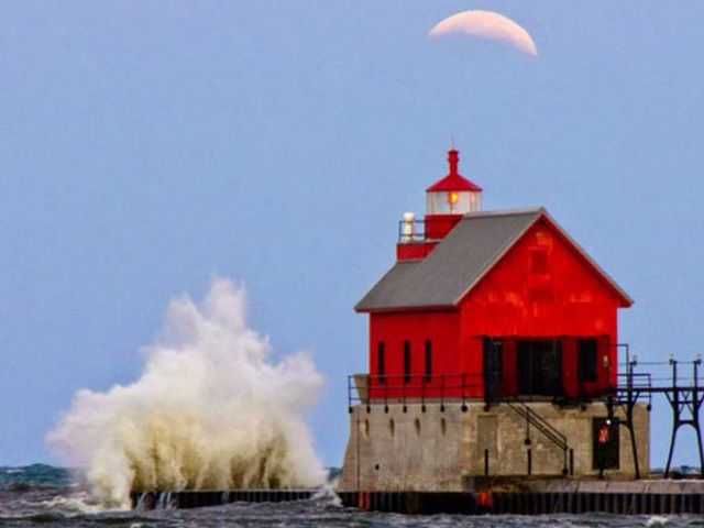 Blood Moon Pictures - Beautiful Photos of the October 2014 Blood Moon - Redbook